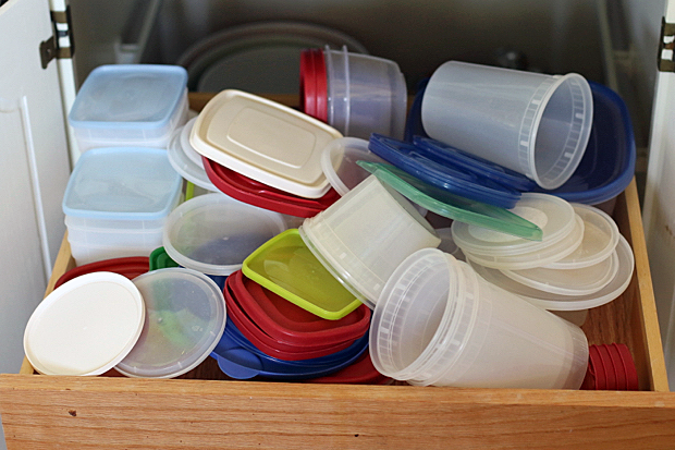 tupperware-drawer